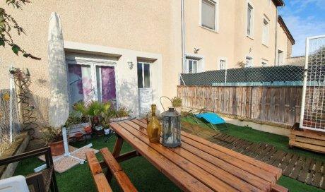 proche de toutes commodités, en vente Maison Jumelée type 3 de 68.42 m² IRIGNY